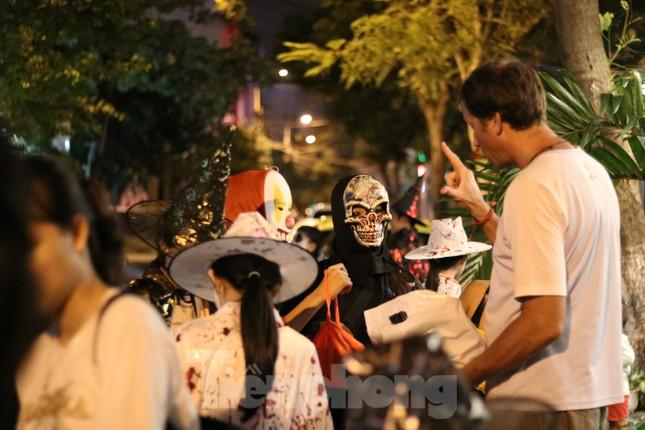 Loạt 'quỷ nhỏ' háo hức xuống phố Tây vui hội Halloween ảnh 15
