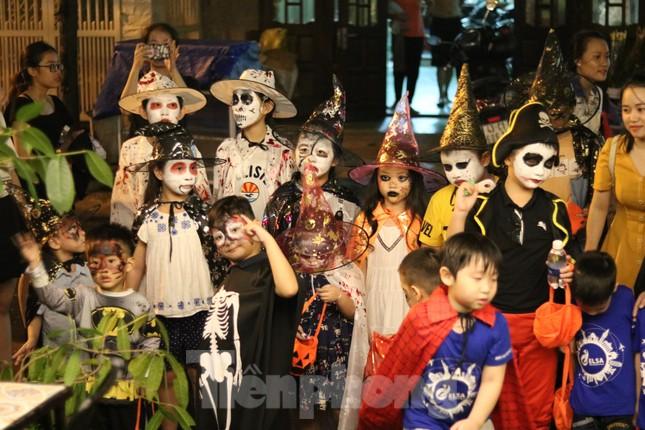 Loạt 'quỷ nhỏ' háo hức xuống phố Tây vui hội Halloween ảnh 10