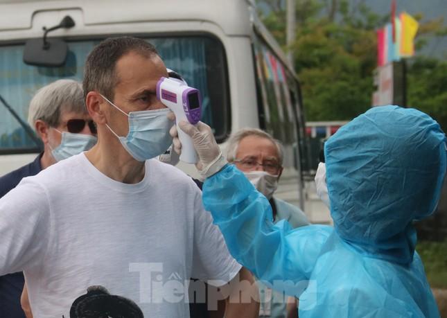 Cận cảnh quy trình kiểm tra, giám sát y tế ở cửa ngõ thành phố Đà Nẵng ảnh 4