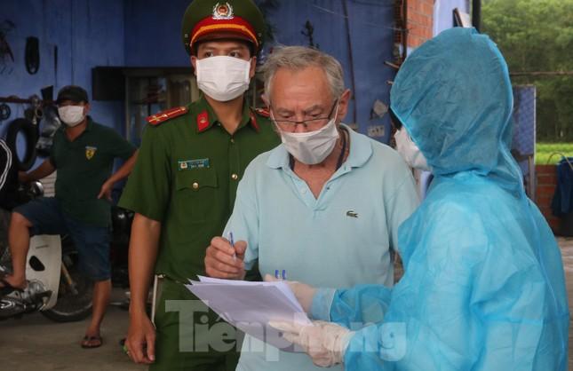 Cận cảnh quy trình kiểm tra, giám sát y tế ở cửa ngõ thành phố Đà Nẵng ảnh 11