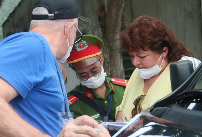 Cận cảnh quy trình kiểm tra, giám sát y tế ở cửa ngõ thành phố Đà Nẵng ảnh 8