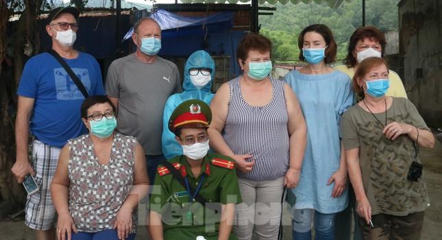 Cận cảnh quy trình kiểm tra, giám sát y tế ở cửa ngõ thành phố Đà Nẵng ảnh 14