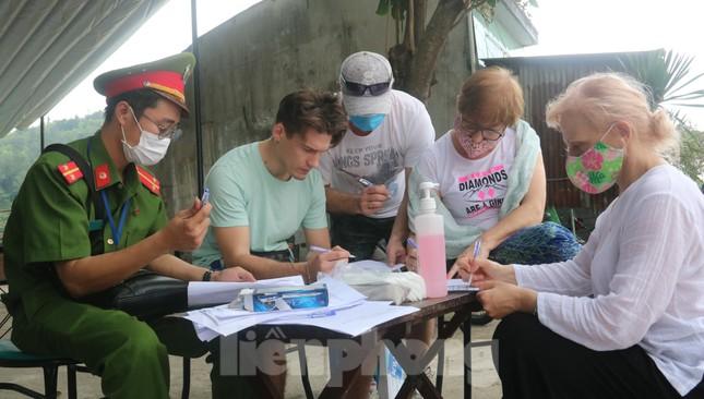 Cận cảnh quy trình kiểm tra, giám sát y tế ở cửa ngõ thành phố Đà Nẵng ảnh 10
