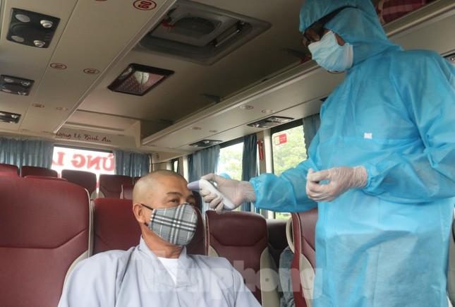 Cận cảnh quy trình kiểm tra, giám sát y tế ở cửa ngõ thành phố Đà Nẵng ảnh 16