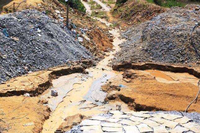 'Đột kích' công trường khai thác vàng trái phép giữa rừng Phước Sơn ảnh 9