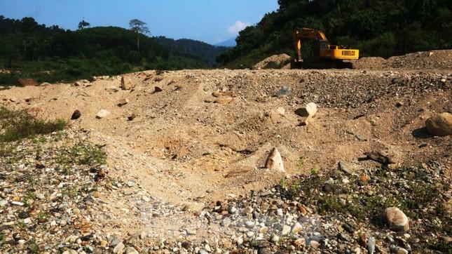 'Đột kích' công trường khai thác vàng trái phép giữa rừng Phước Sơn ảnh 12