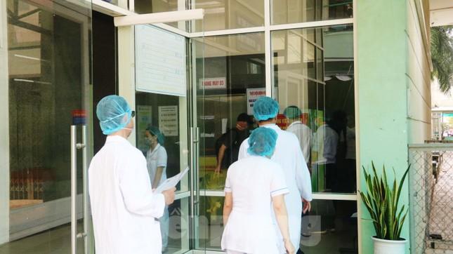 Xem tận mắt quy trình xuất viện đối với 3 ca mắc COVID-19 ở Đà Nẵng ảnh 1