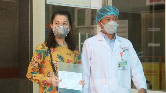 Xem tận mắt quy trình xuất viện đối với 3 ca mắc COVID-19 ở Đà Nẵng ảnh 11