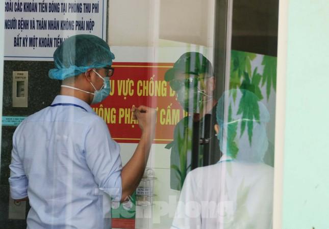 Xem tận mắt quy trình xuất viện đối với 3 ca mắc COVID-19 ở Đà Nẵng ảnh 8
