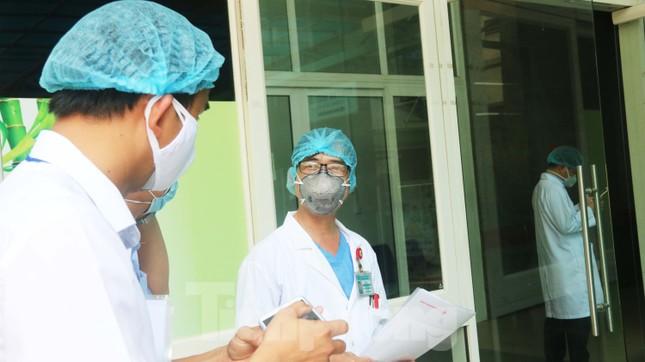 Xem tận mắt quy trình xuất viện đối với 3 ca mắc COVID-19 ở Đà Nẵng ảnh 2