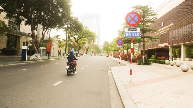 Hàng loạt cửa hàng, quán xá ở Đà Nẵng đóng cửa thực hiện 'lệnh giới nghiêm' ảnh 7