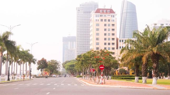 Hàng loạt cửa hàng, quán xá ở Đà Nẵng đóng cửa thực hiện 'lệnh giới nghiêm' ảnh 2