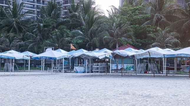Người dân Đà Nẵng vẫn kéo ra biển sau lệnh cấm tắm và tụ tập đông người ảnh 4