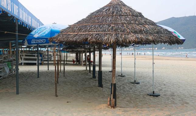 Người dân Đà Nẵng vẫn kéo ra biển sau lệnh cấm tắm và tụ tập đông người ảnh 3