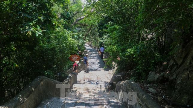 Ngắm danh thắng hoang sơ Ngũ Hành Sơn vắng khách dù miễn phí tham quan ảnh 3