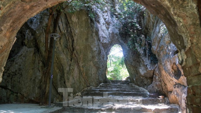 Ngắm danh thắng hoang sơ Ngũ Hành Sơn vắng khách dù miễn phí tham quan ảnh 10