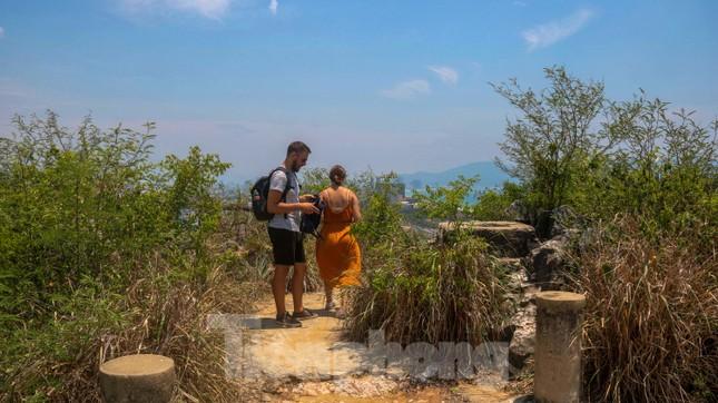 Ngắm danh thắng hoang sơ Ngũ Hành Sơn vắng khách dù miễn phí tham quan ảnh 12