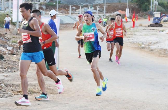 Tiền Phong Marathon 2020: Chạy dưới bóng cờ Tổ quốc ảnh 17