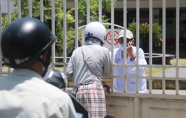 Bệnh viện C Đà Nẵng 'nội bất xuất, ngoại bất nhập' sau ca nghi mắc COVID-19 ảnh 7