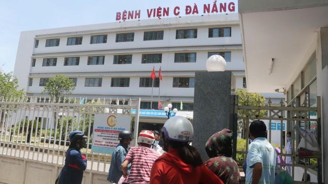 Bệnh viện C Đà Nẵng 'nội bất xuất, ngoại bất nhập' sau ca nghi mắc COVID-19 ảnh 3