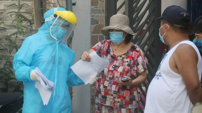 Khử khuẩn nhà riêng, khu phố nơi bệnh nhân mới nhất mắc COVID -19 sinh sống ảnh 8
