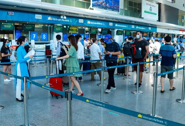 Sân bay, bến xe Đà Nẵng đã dần nhộn nhịp trở lại ảnh 1