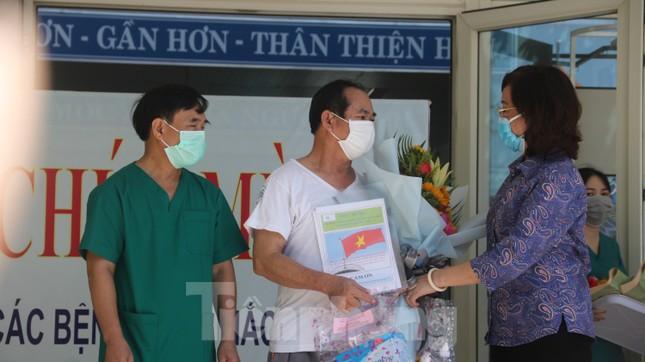 Sau 19 lần xét nghiệm, bệnh nhân cuối cùng tại tâm dịch Đà Nẵng chiến thắng COVID-19 ảnh 3