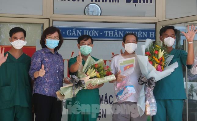 Sau 19 lần xét nghiệm, bệnh nhân cuối cùng tại tâm dịch Đà Nẵng chiến thắng COVID-19 ảnh 4