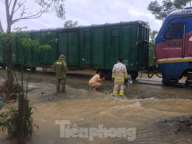Đường sắt Bắc Nam thông trở lại sau sự cố trật bánh, đứt toa ở Quảng Trị ảnh 3
