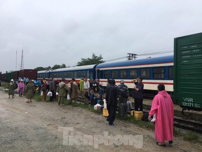 Đường sắt Bắc Nam thông trở lại sau sự cố trật bánh, đứt toa ở Quảng Trị ảnh 4