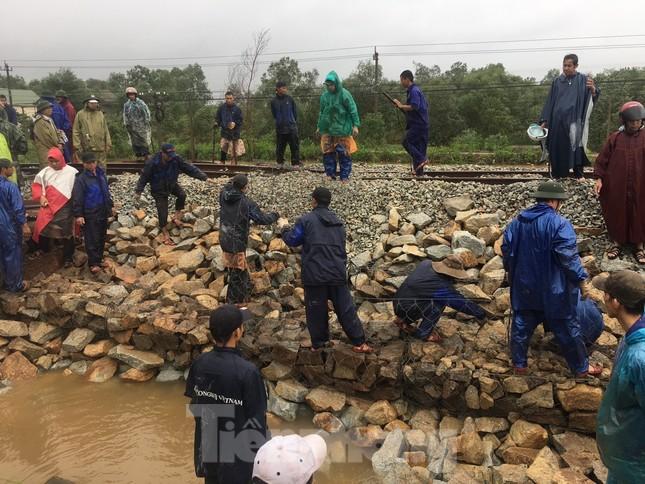 Đường sắt Bắc Nam thông trở lại sau sự cố trật bánh, đứt toa ở Quảng Trị ảnh 1