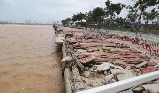 Bờ sông, bãi biển Đà Nẵng tan hoang sau bão số 9 ảnh 1