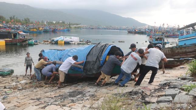 Đà Nẵng yêu cầu dân không ra khỏi nhà từ trưa 14/11 để phòng chống bão số 13 ảnh 1