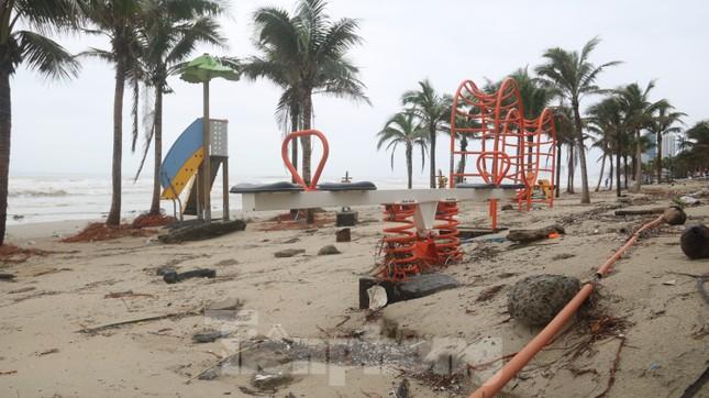 Bãi biển 'đẹp nhất hành tinh' tan hoang sau bão số 13 ảnh 15