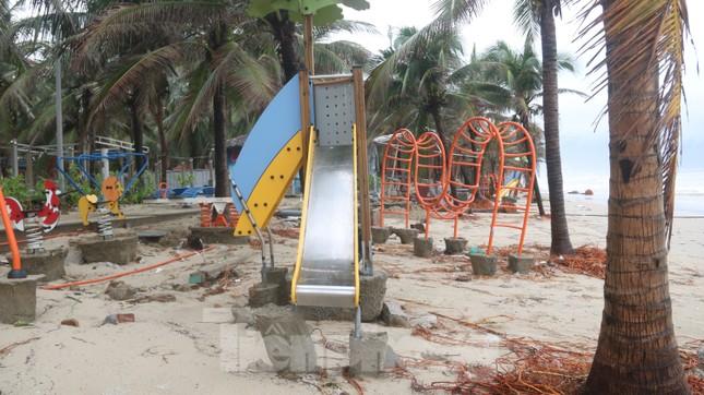 Bãi biển 'đẹp nhất hành tinh' tan hoang sau bão số 13 ảnh 6