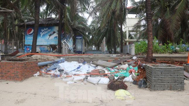Bãi biển 'đẹp nhất hành tinh' tan hoang sau bão số 13 ảnh 3