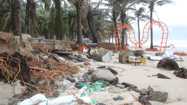 Bãi biển 'đẹp nhất hành tinh' tan hoang sau bão số 13 ảnh 1