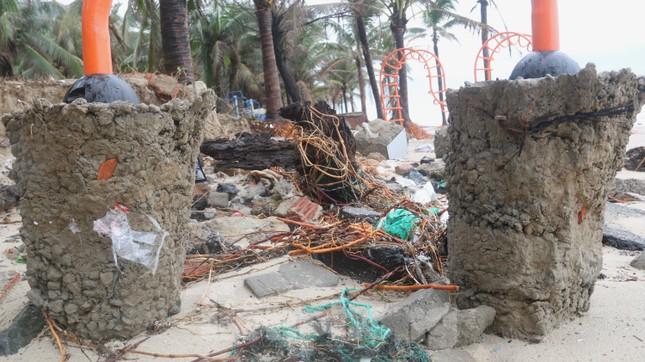 Bãi biển 'đẹp nhất hành tinh' tan hoang sau bão số 13 ảnh 2