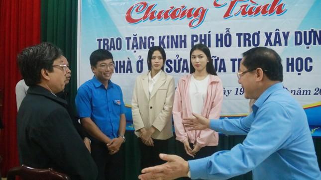 BTC cuộc thi Hoa hậu Việt Nam cùng các người đẹp đến với đồng bào Nam Trà My ảnh 9