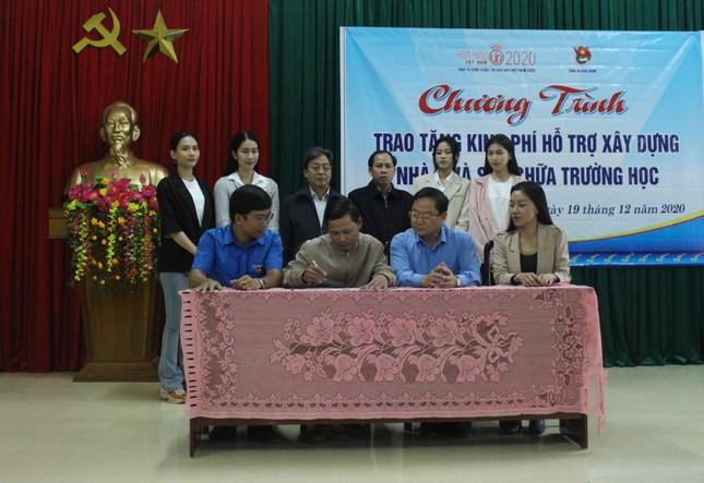 BTC cuộc thi Hoa hậu Việt Nam cùng các người đẹp đến với đồng bào Nam Trà My ảnh 8