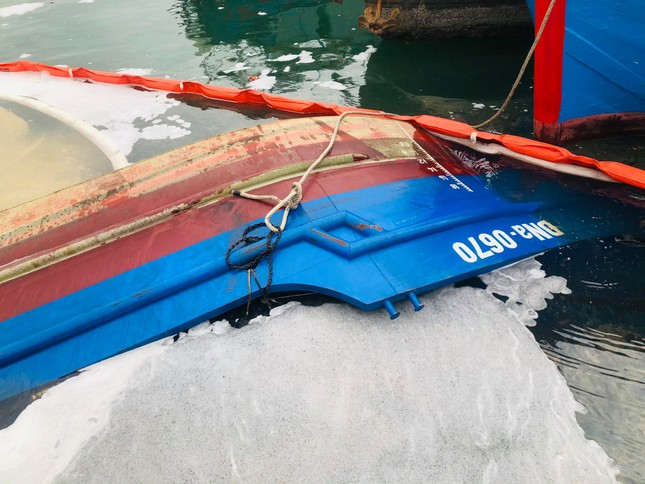 Khẩn trương xử lý sự cố tràn dầu trên âu thuyền, cảng cá Thọ Quang ảnh 4
