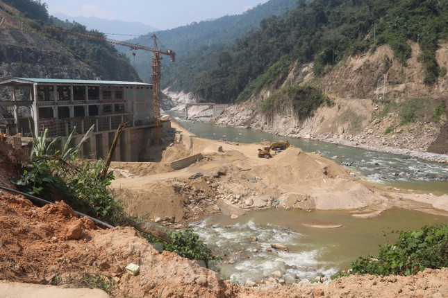 4 người còn mất tích, vùng núi lở Phước Sơn vẫn chồng chất khó khăn ảnh 3