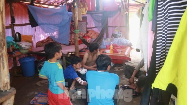 4 người còn mất tích, vùng núi lở Phước Sơn vẫn chồng chất khó khăn ảnh 19
