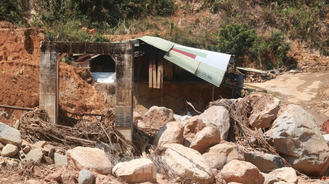 4 người còn mất tích, vùng núi lở Phước Sơn vẫn chồng chất khó khăn ảnh 8
