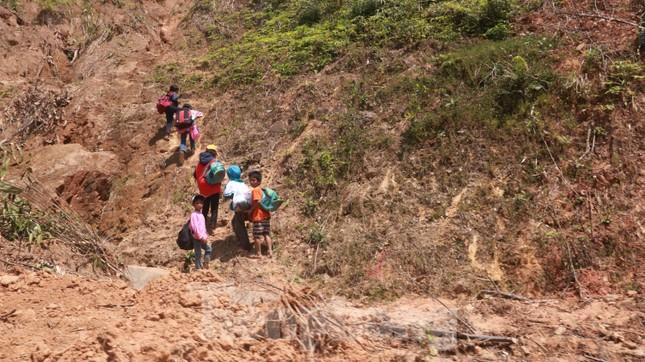 4 người còn mất tích, vùng núi lở Phước Sơn vẫn chồng chất khó khăn ảnh 21