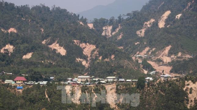 4 người còn mất tích, vùng núi lở Phước Sơn vẫn chồng chất khó khăn ảnh 15