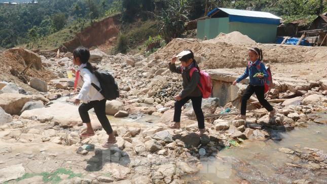 4 người còn mất tích, vùng núi lở Phước Sơn vẫn chồng chất khó khăn ảnh 22