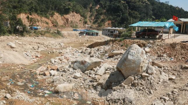 4 người còn mất tích, vùng núi lở Phước Sơn vẫn chồng chất khó khăn ảnh 10