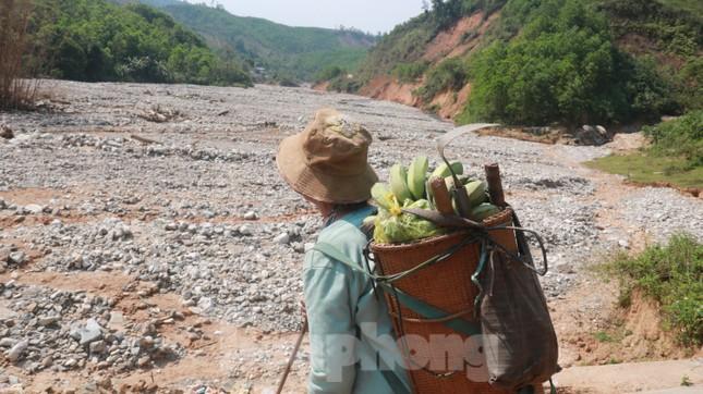 4 người còn mất tích, vùng núi lở Phước Sơn vẫn chồng chất khó khăn ảnh 18