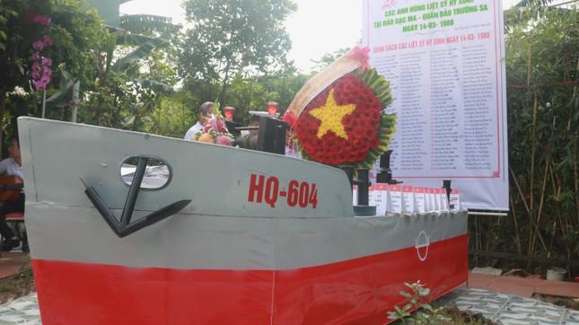 Tưởng niệm 64 liệt sĩ Gạc Ma: Những bài vị trên con tàu HQ-604 ảnh 1